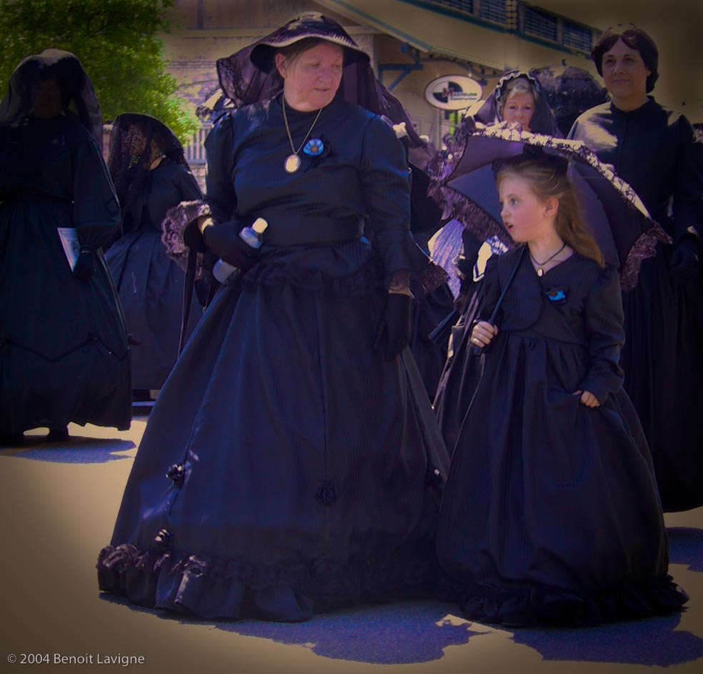 CSS Hunley - Women in Mourning Clothes